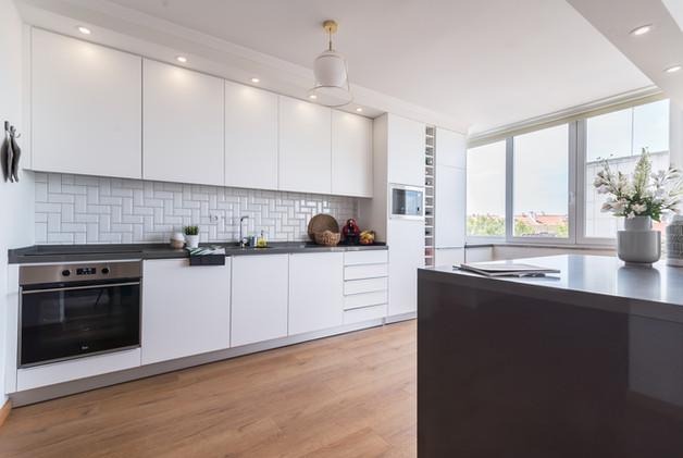 cozinha moderna branca e ilha