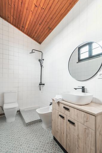 Reabilitação total de casa-de-banho com paviment hidraúlico