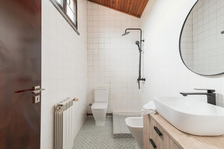 Reabilitação total de casa-de-banho com pavimento hidraúlico