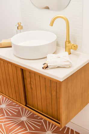 Detalhes de móvel de casa de banho