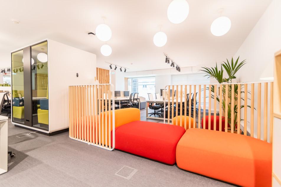 zona de flex work com cabine acústica