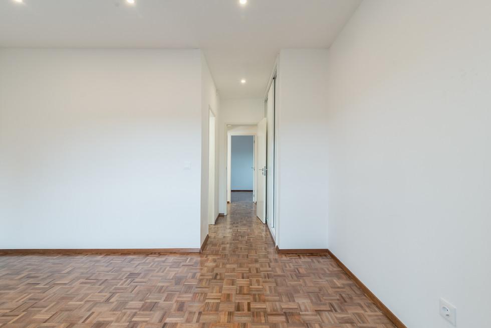 Novo teto falso e afagamento do chão