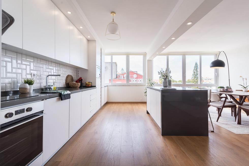 cozinha moderna branca com ilha