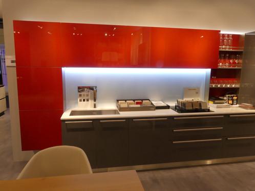START TIME - laque brillante | Veneta Cucine Paris - Show room ...