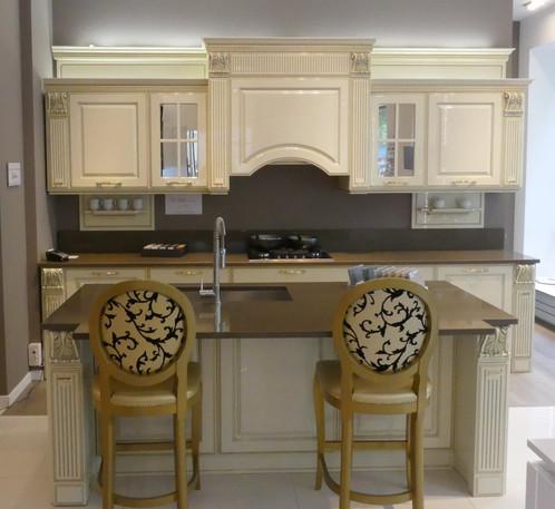 mirabeau bois laqu veneta cucine paris show room tendard de la marque veneta cucine. Black Bedroom Furniture Sets. Home Design Ideas