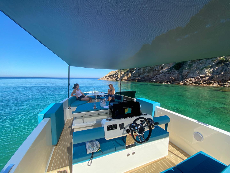 De Antonio Yachts_D28 Deck_26.JPG