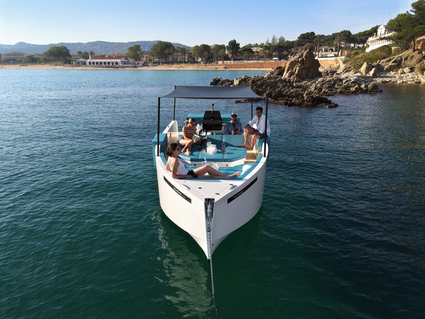 De Antonio Yachts_D28 Deck_06.jpg