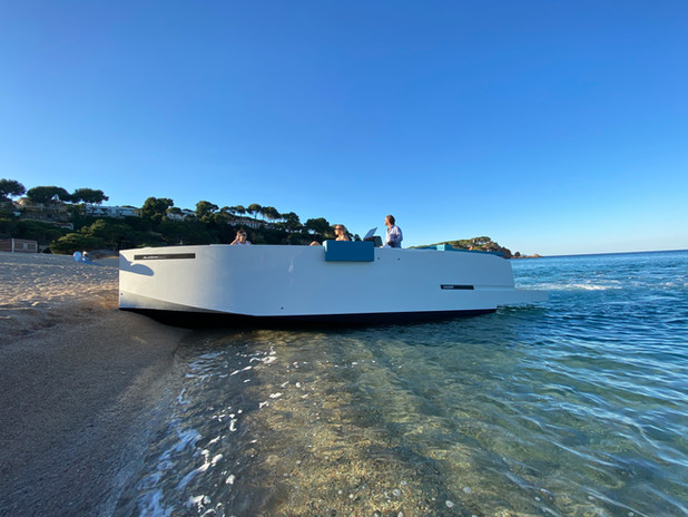 De Antonio Yachts_D28 Deck_18.JPG