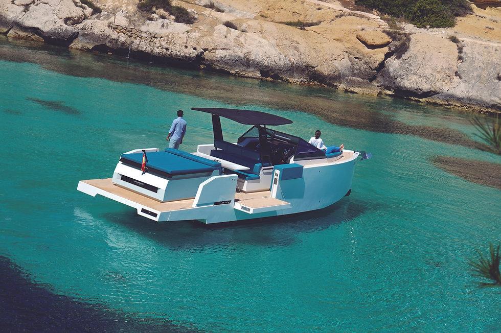 De Antonio Yachts_D34 Cruiser_03.jpg