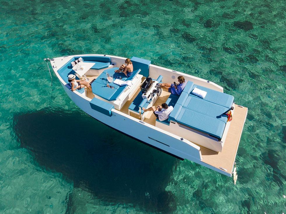 De Antonio Yachts_D28 Deck_02.jpg