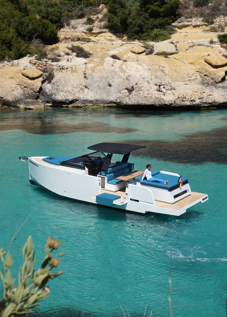 De Antonio Yachts_D34 Cruiser_01.jpg
