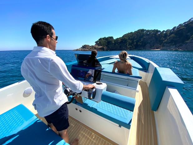De Antonio Yachts_D28 Deck_27.JPG