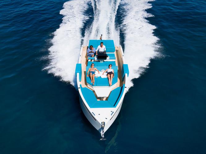De Antonio Yachts_D28 Deck_01.jpg