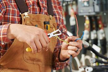 pronto intervento elettricista tecnico impianti elettrici H24
