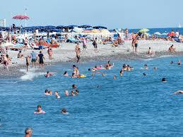 Sea swimming 'increases illness risk'