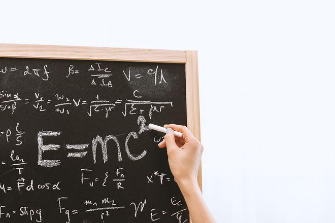 albert-einstein-blackboard-board-714699.