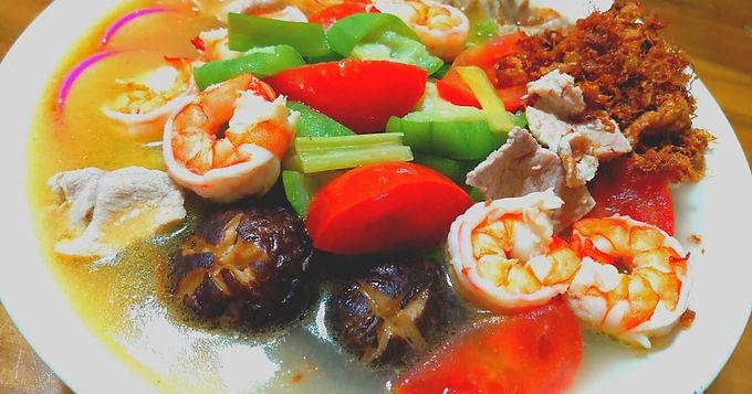 木耳蕃茄蝦球絲瓜湯麵