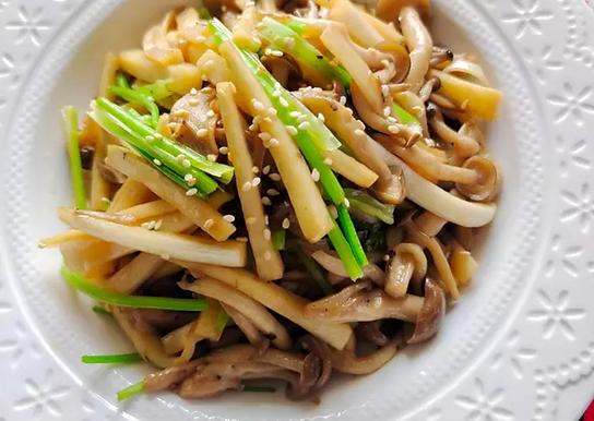 筊白筍炒鴻禧菇