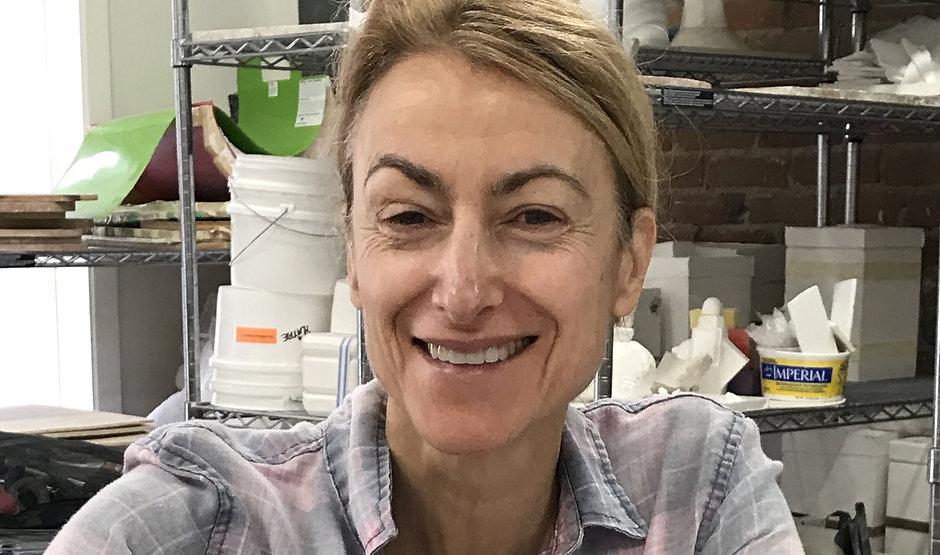 La ceramiste Florence Blangy dans son atelier de ceramique a Montreal, Quebec, Canada