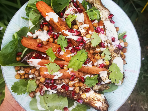 Middle Eastern Style Salad with crunchy chickpeas