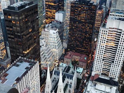 Catedral de San Patricio y la 5ta. Avenida de Nueva York desde las alturas y al atardecer.