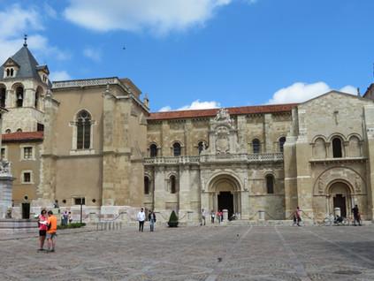 El Santo Grial está en León (y otros secretos de la Real Colegiata de San Isidoro)