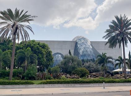 Descubriendo lugares secretos en Florida: el Museo de Dalí en St. Petersburgo