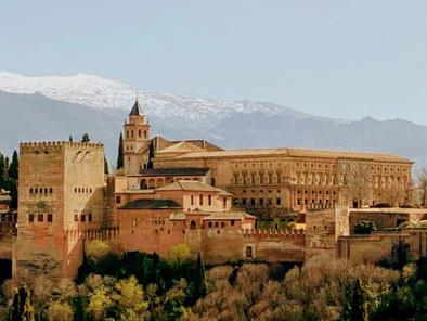 La Alhambra y la Sierra Nevada desde el Mirador de San Nicolás en el Albayzín