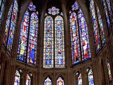 La Catedral de León y el espectáculo de sus antiguas vidrieras