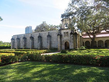 ¿Qué hace un monasterio español del s. XII en medio de Miami Beach?