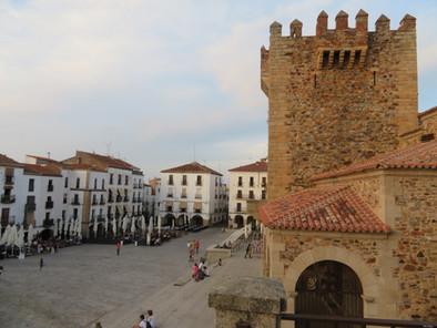 La bella Plaza Mayor de Cáceres