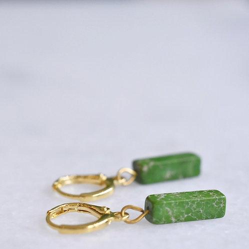 Oorringetjes verguld met groen steentje