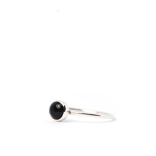 Ring met zwarte edelsteen
