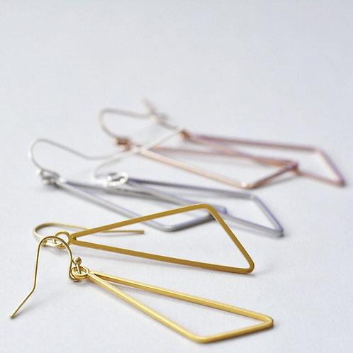 Hangers asymmetrische driehoek 3 KLEUREN - 2 MATEN