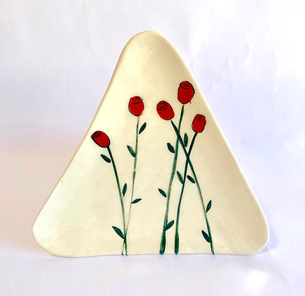 Roses triangle plate