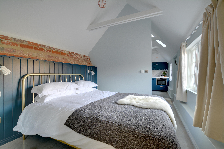 CT012 - Bedroom - view 2.jpg