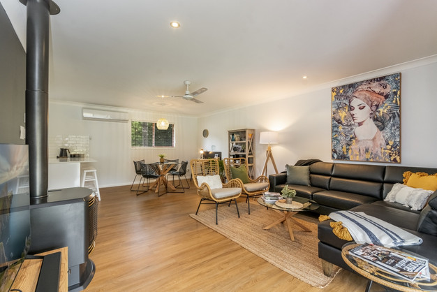 'Silky Oak' - lounge area with fireplace