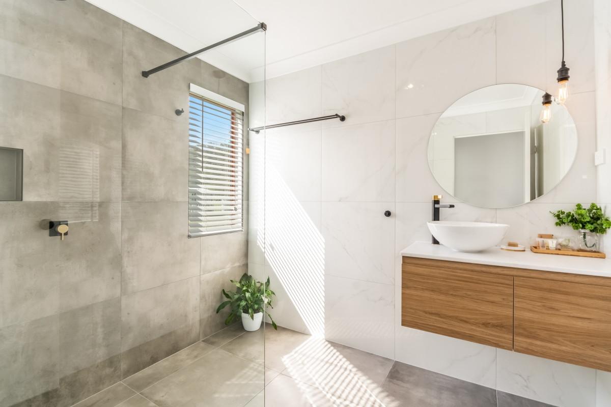'Silky Oak' Bathroom