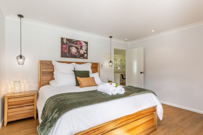 King Size Bed - 'Silky Oak'
