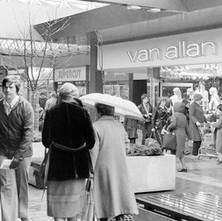 Clyde Shopping Centre in the rain. - March 1981