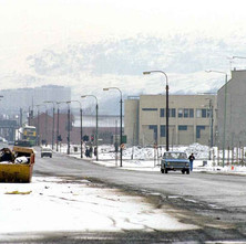 A very cold Glasgow Road in December 1981. Now the Clydebank Bar corner has been demolished on Kilbowie Road. - December 1981