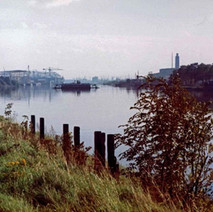 Looking towards the Renfrew Ferry as it crosses the Clyde. - Photo by Tommy Quinn. October 1978