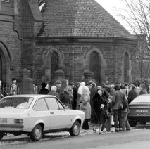 The parishioners having a wee chat. - 3rd February 1980 Glasgow Road, Clydebank