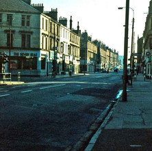 Looking down Dumbarton Road which changes to Glasgow Road at the junction of Kilbowie Road. - Photo by Tommy Quinn. 1979