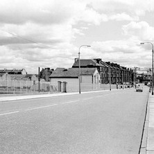 Looking down Kilbowie Road, The Olde Worlde Keep pub (Treadle) on the left. - Photo by William Duncan