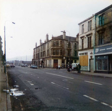 Glasgow Road/Dumbarton Road at the bottom of Kilbowie Road.  The Seven Seas Pub windows are all boarded up  -  1979 Photograph by Stephen Stenson