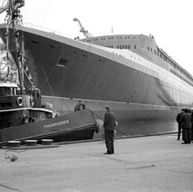 The QE2 and tug boat Thunderer - John Brown Shipyard, Clydebank, 1967. Photo by William Duncan