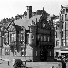 This late Victorian red sandstone building used to be a booking office and the headquarters of the original Glasgow District Subway Railway Company. It is no longer a travel centre and is now a Caffe Nero coffee shop. - Glasgow 1981
