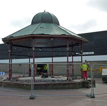 The Bandstand in the Clyde Shopping Centre is on the move...again!! - Clydebank. 19th March 2010