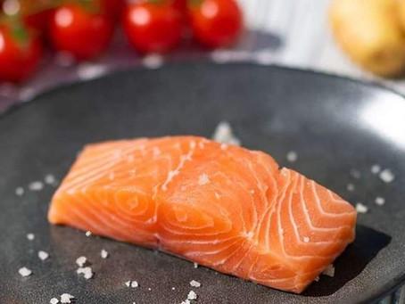 Nouveau le saumon nord atlantique non traité.
